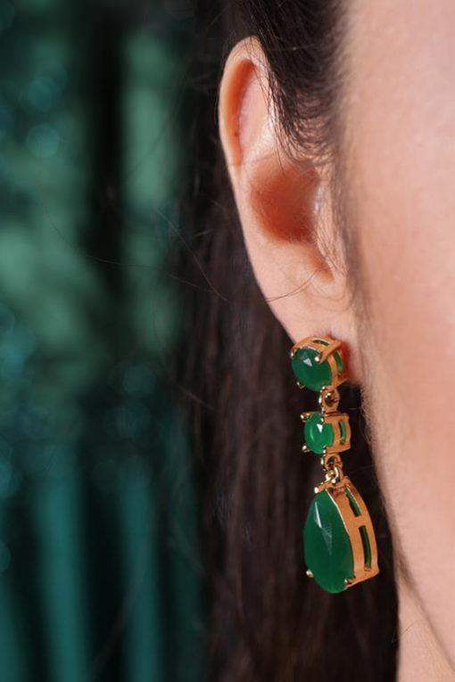 brinco-em-filete-com-cristais-verde-esmeralda