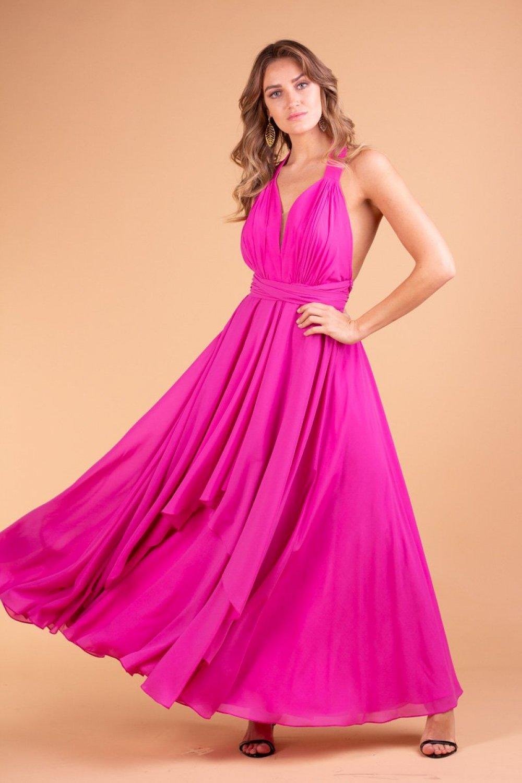 O fúcsia vai ser uma das principais cores de vestidos para madrinha 2020.