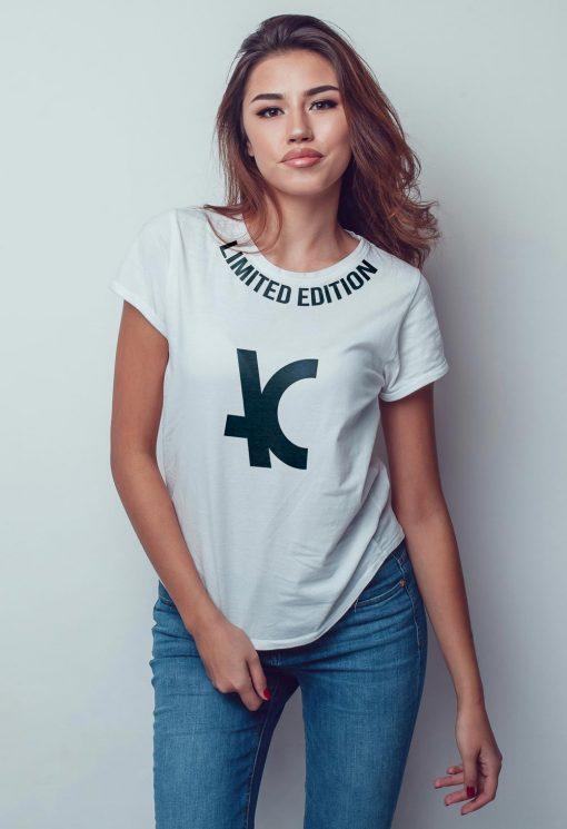 Camiseta feminina TSF 02 manga curta branca estampa limited edition marca arthur caliman