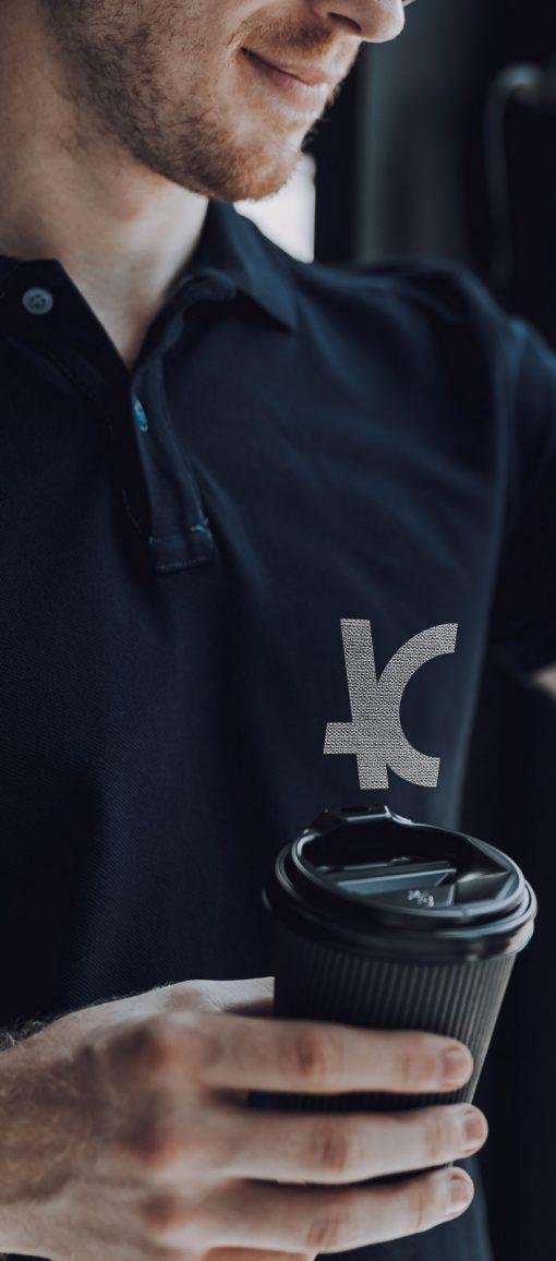Camiseta polo masculina preta bordada